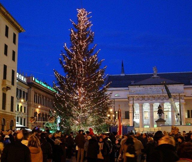 Christmas Breaks Europe San Nicola Market In Piccapietra Square Photo In Liguria