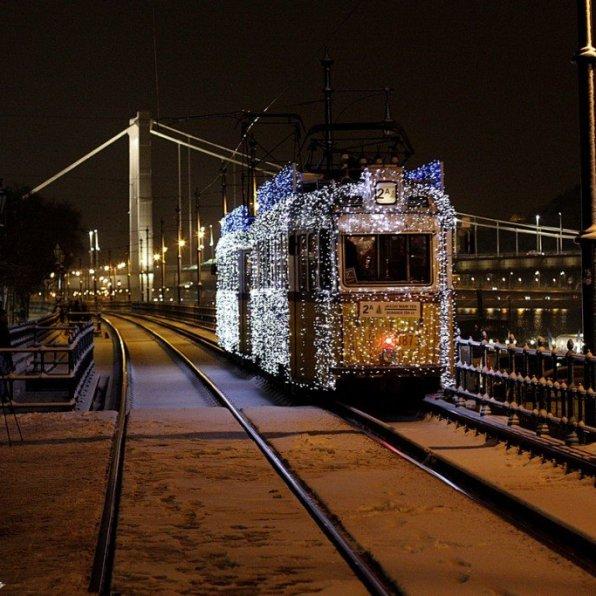 Christmas Light Tram. Photo: Visit Hungary
