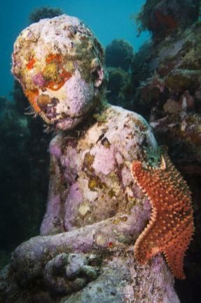 15-overview-silent-evolution-mexico-jason-decaires-taylor-sculpture - 682 x 1024