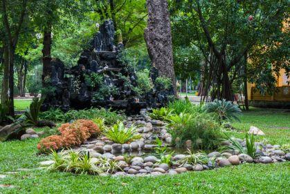Fountain-Parque_Tao_Dan,_Ciudad_Ho_Chi_Minh,_Vietnam-By Diego Delso CC BY-SA via Wikimedia Commons - 1024 x 686