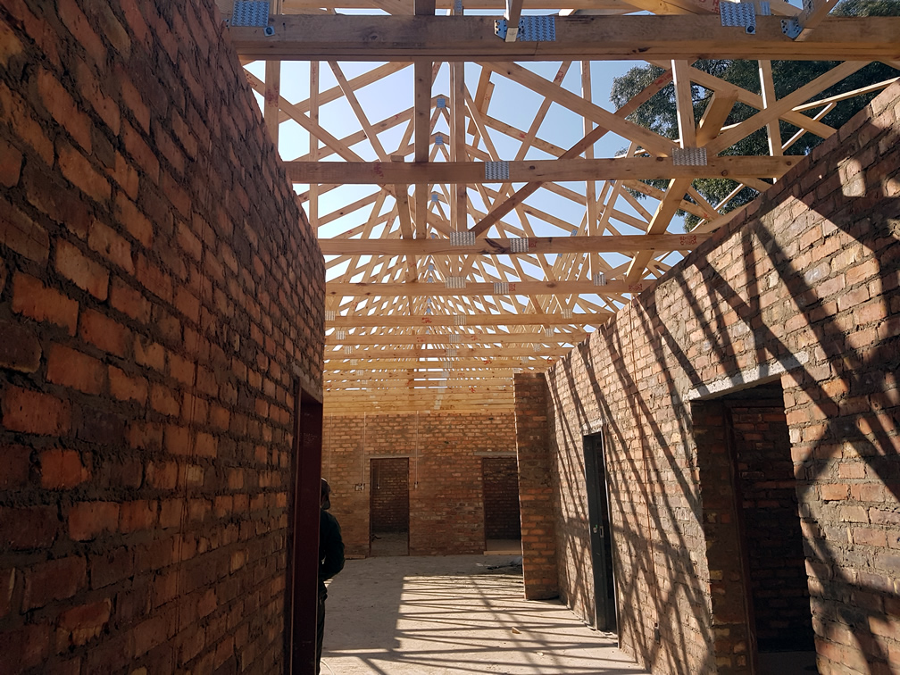 TIMBER ROOF TRUSSES INSTALLED