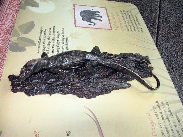sculpture-lizard
