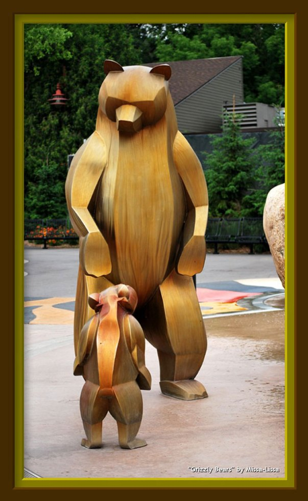 sculpture-monumental-bears-framed