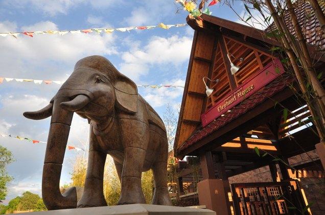 sculpture-monumental-elephant-flags-2