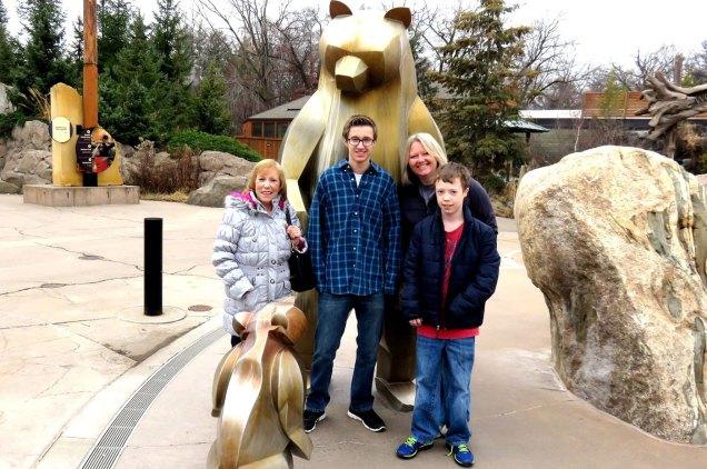 sculpture-monumental-family-bear