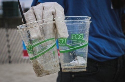 プラスチック カップ ゴミ
