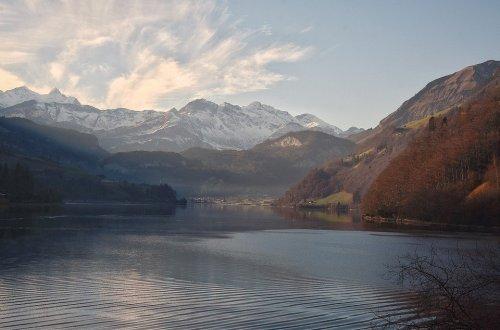 vista de lago y montañas