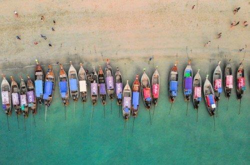 botes en la playa