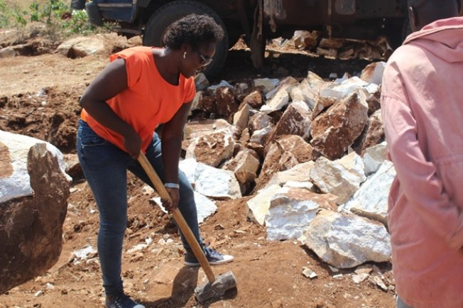 Phillo(ECO program officer) trying to break the marble stones at amining site in Kosoroi Tapac Subconty