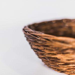 Nestmand boomvalk en ransuil, gemaakt uit gevlochten riet. Dit kunstnest is op maat gemaakt voor de boomvalk en de ransuil.