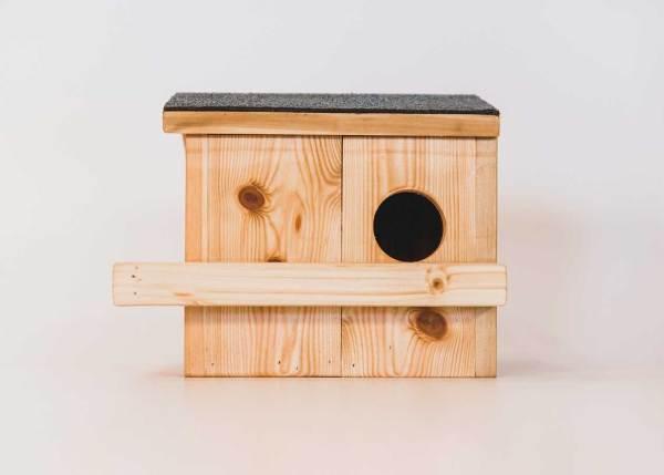 Eekhoornnestkast, gemaakt uit lariks. Deze nestkast is op maat gemaakt voor de eekhoorn.