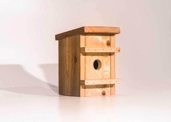 Eikelmuisnestkast of Hazelmuisnestkast, gemaakt uit lariks. Deze nestkast is op maat gemaakt voor de eikelmuis en de hazelmuis.