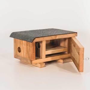 Hermelijnnestkast, gemaakt uit lariks. Deze nestkast is op maat gemaakt voor de hermelijn.