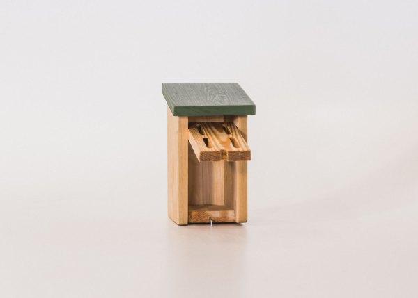 Vlinderhuis, gemaakt uit lariks. Deze nestkast is op maat gemaakt voor de vlinder.
