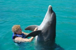 Evelyn Kanter dancing with a dolphin