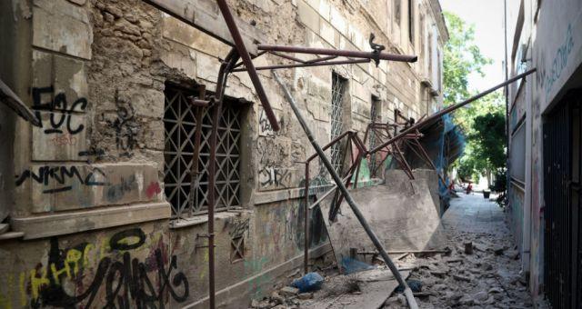 Σεισμός: Κατάρρευση κτιρίων σε Αθήνα και Πειραιά