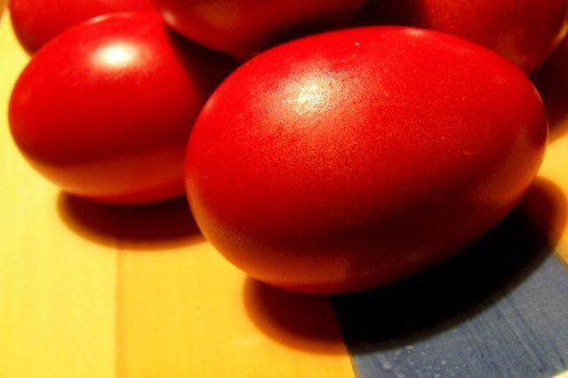 Παραδοσιακό βάψιμο αυγών
