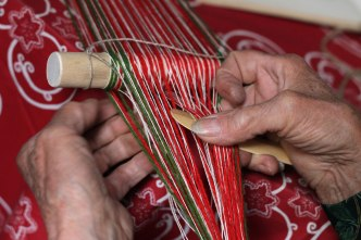 The next step is to lift the bottom yarns up in order to prepare the heddle.