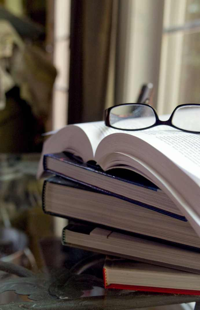 Des-piles-à-lire-plein-la-maison