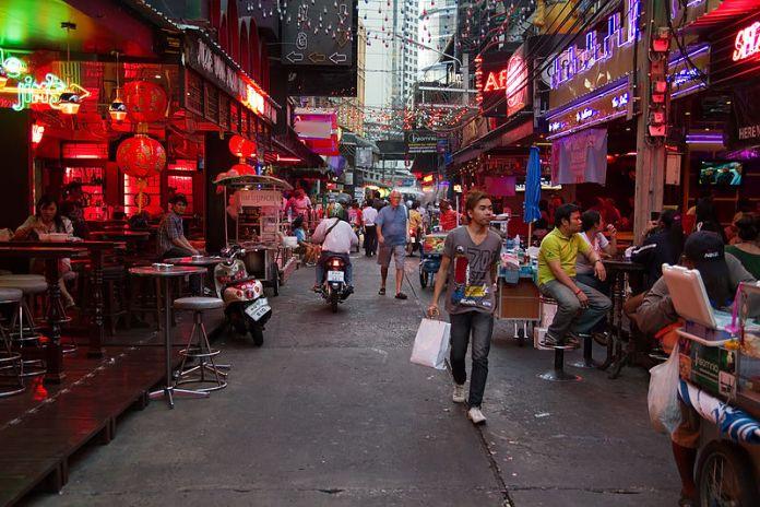tempat belanja murah di bangkok thailand - Sukhumvit Road