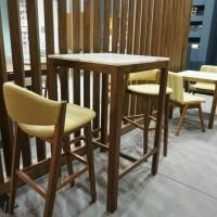 kursi cafe retro dan meja minimalis