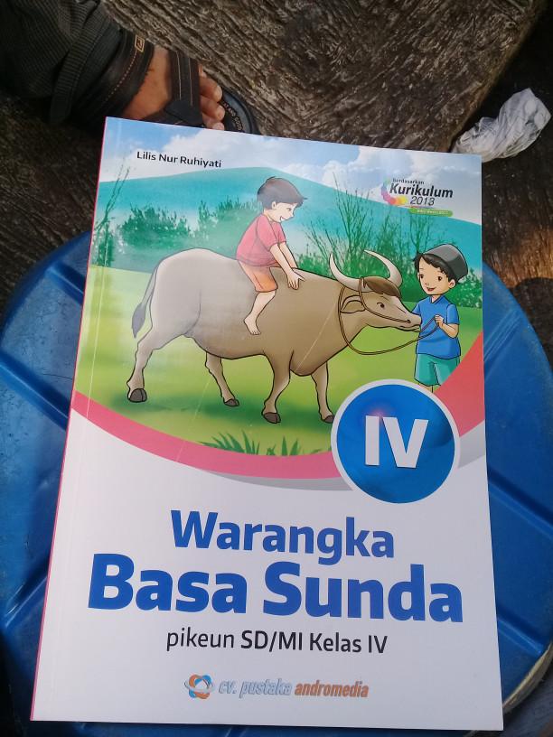 Buku bahasa sunda warangka basa sunda kelas 2 di lapak wahanabook. Kunci Jawaban Warangka Basa Sunda Kelas 3 Cara Golden