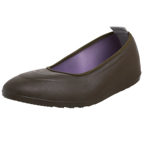 With a pair of galoshes, you can make sure you arrive at the office all dry and comfortable. Explore the large selection of women's and men's galoshes on eBay to find a pair that works well with your shoes. Wearing rubber galoshes over your shoes also prevents .