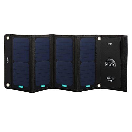 Aukey ソーラーチャージャー 28W 2ポート ソーラー充電器 四つ折りたたみ式 ソーラーパネル USB充電器 ソーラーチャージャー iPhone iPad Galaxy S7 など スマートフォン タブレット モバイルバッテリー 対応 スマホ用充電器 アウトドア ポータブル PB-P5