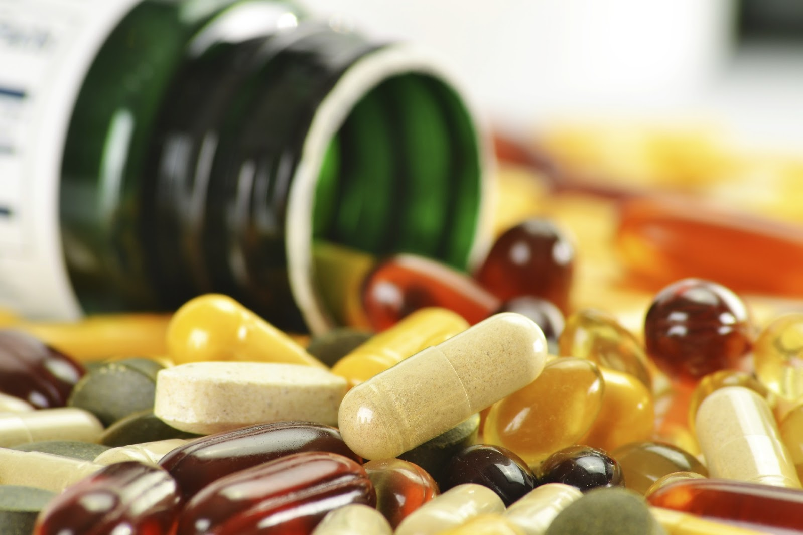 Resultado de imagem para vitamins supplements