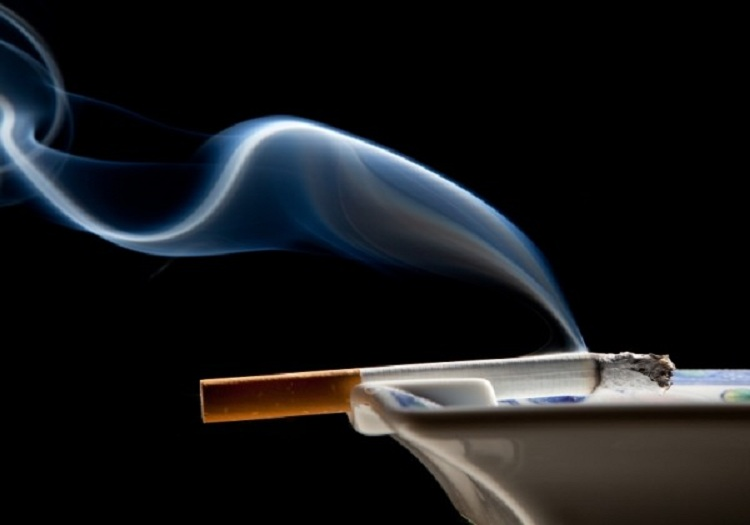 Passive smoking and the risk of eczema symptoms