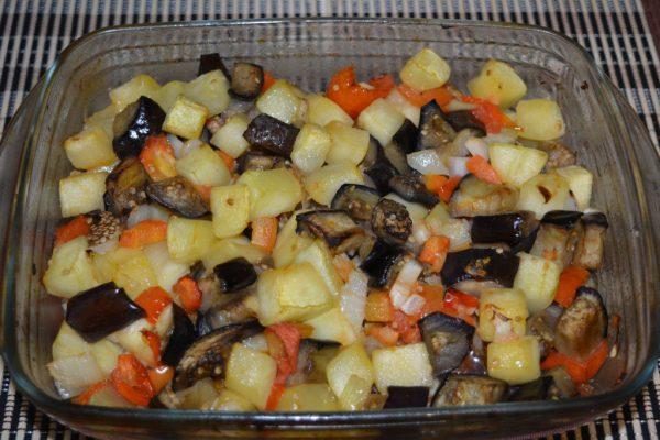 Овощное соте с баклажанами и кабачками в духовке - как ...