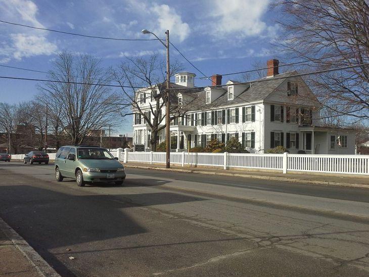 1024px-Governor_William_Sprague_Mansion_House_at_1351_Cranston_Street_Cranston,_Rhode_Island_RI_USA.jpg