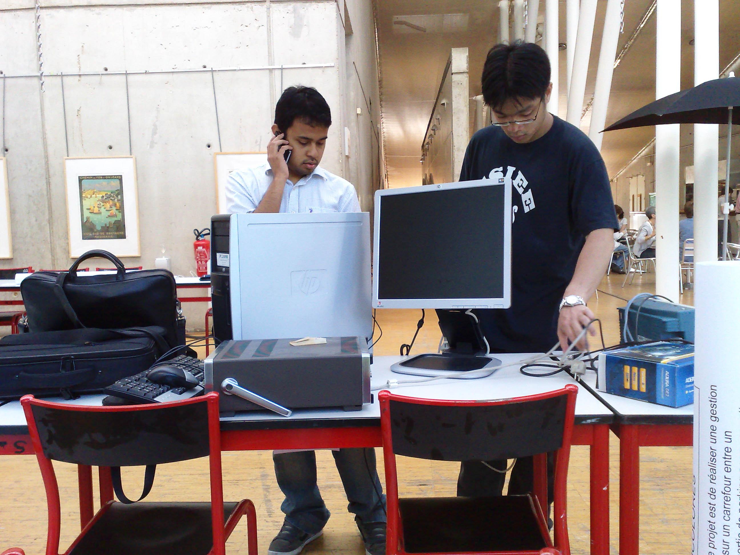 Telo 和 Quy-Nam 在准备器材