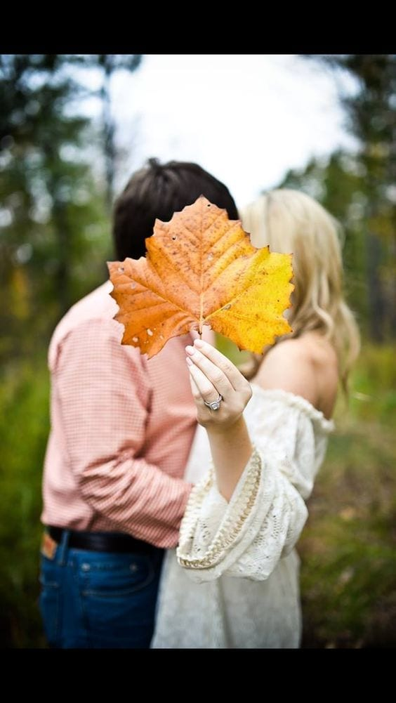 Sunday inspiration: 26 fall engagement photoshoot ideas