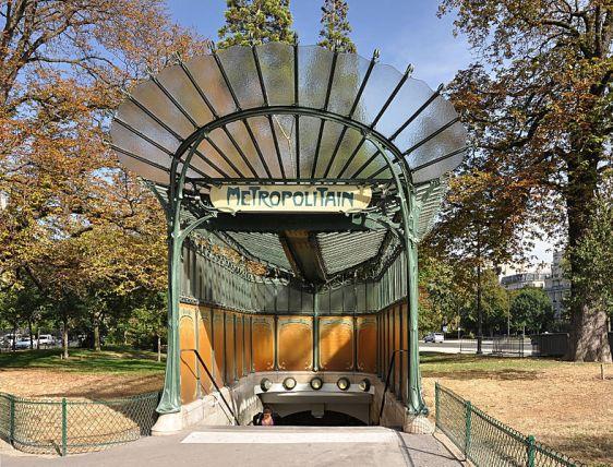 Entrada de estación de metro en paris, Hector Guimard