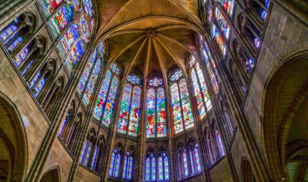 Vidrieras de las capillas del deambulatorio de la Basílica de Saint Denis, Siglo XII