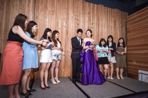 宴客福利 – 伴娘與姊妹抽捧花