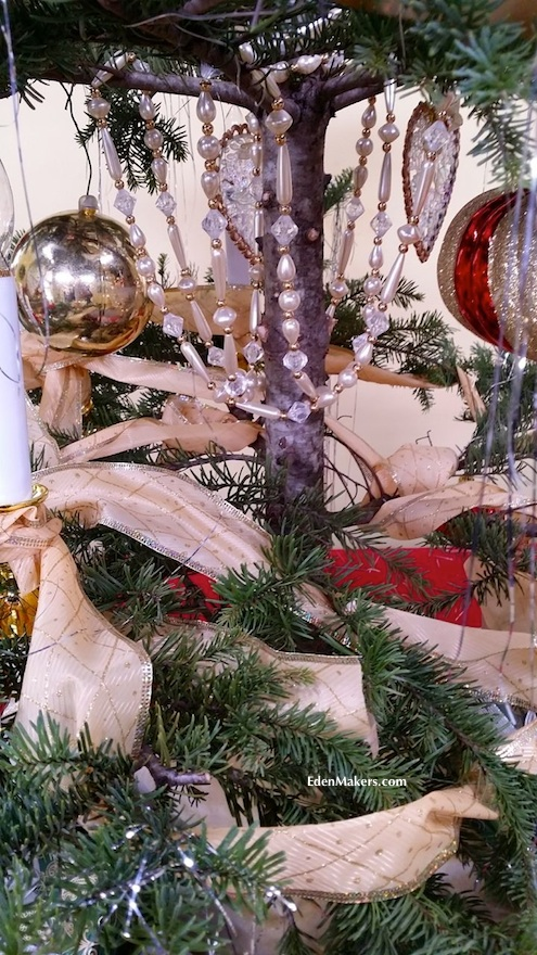 pearl-glass-garland-chandelier-style-vintage-christmas-tree-edenmakers-blog