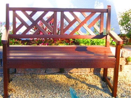 chippendale style bench made of recycled plastic