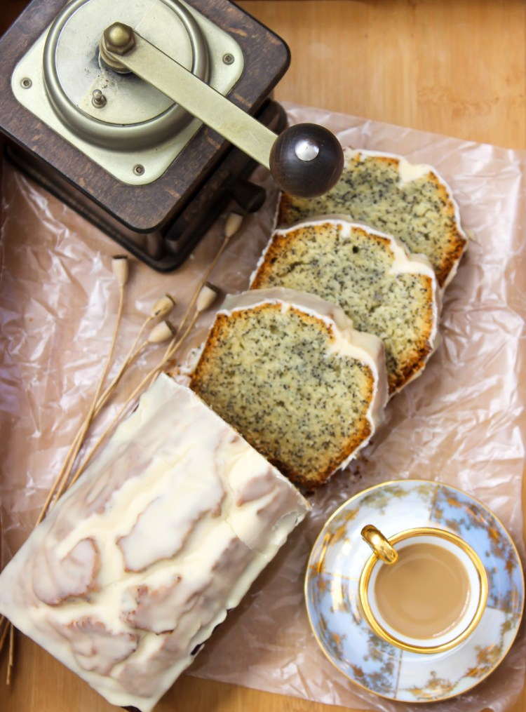 EC_advocaat_cake_with_poppy_seed