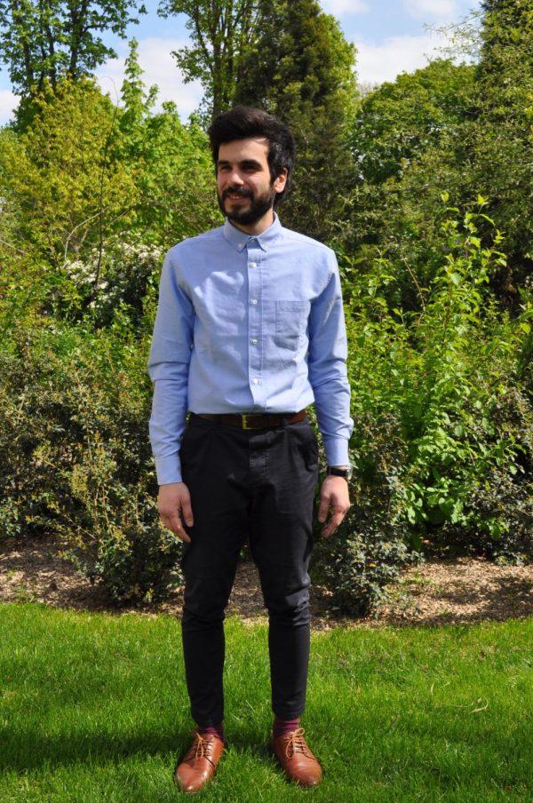 Drapeau noir chemise bleu oxford
