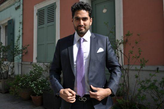 Cravate unie pour homme en soi couleur mauve avec costume