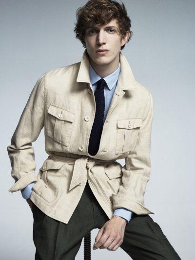 homme couleur pale avec veste beige