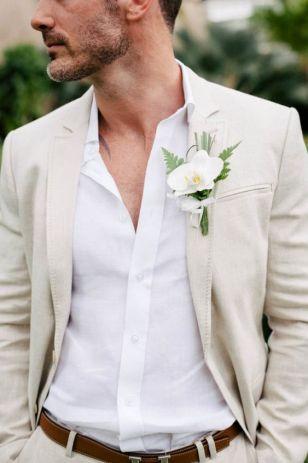 Des idées de costume pour s'habiller pour un mariage à la plage