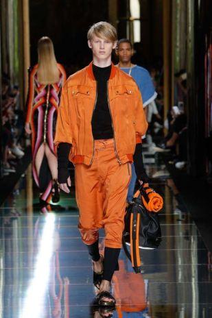les couleurs tendances de l'été pour homme orange tangerine