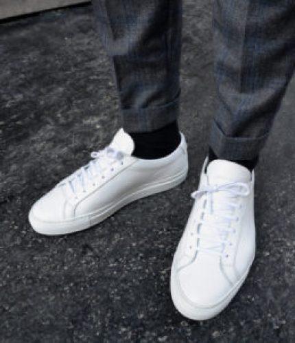 les essentiels du vestiaire masculin avec la basket blanche pour homme