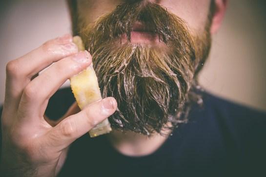 Les gestes pour nettoyer sa barbe
