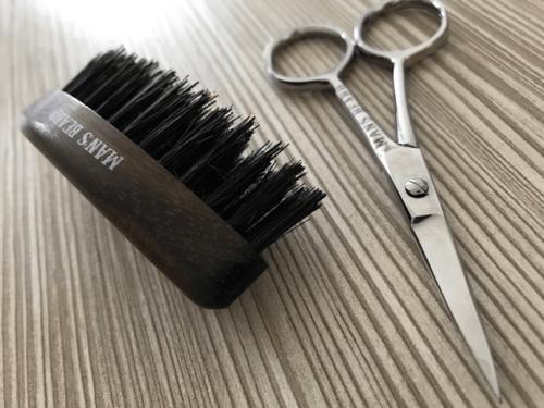 Comment tailler sa barbe brosse et ciseaux à barbe man's beard