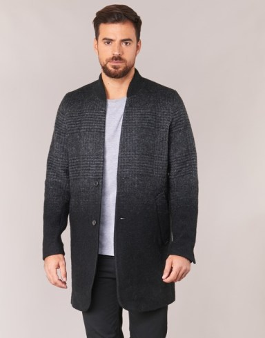 Tenue homme idée de manteau long gris