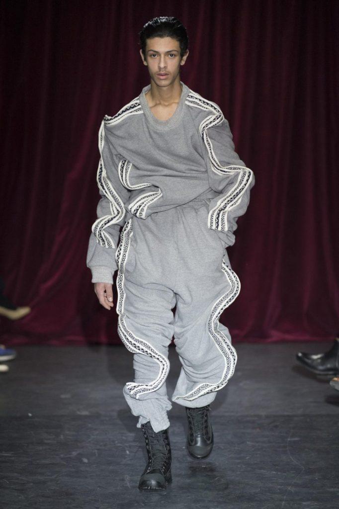 Les pires tendances masculines de l'année 2017 Homme menswear tendance fashion défilé Y Project automn Winter automne hiver 2017 2018 Pantalon Wave nouvel an